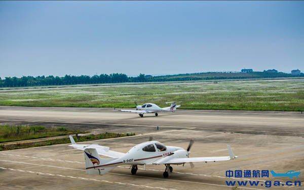 中电科芜湖钻石飞机总经理管伟林访问海航航校