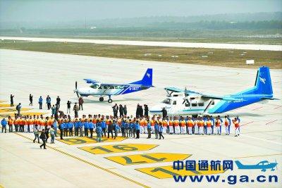 飞行者大会的首批两架飞机降落汉南通航机场